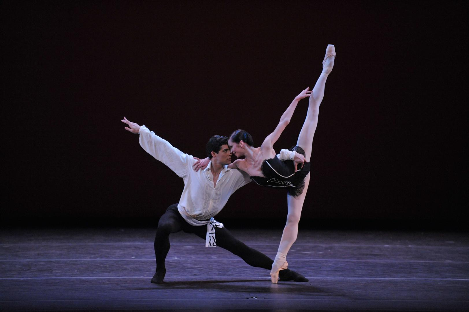 Polina-Semionova-as-Carmen-in-her-New-York-debut-with-Roberto-Bolle-2008-Photo_-Siggul_VAM